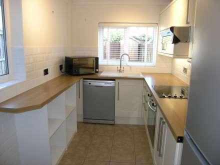 Thumbnail Terraced house to rent in Ashdon Road, Bushey