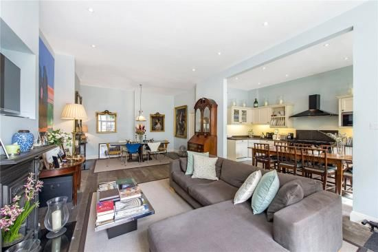 4 bed mews house for sale in Eccleston Square Mews, London