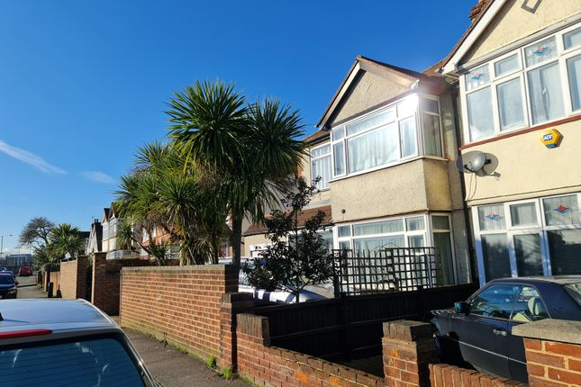3 bed semi-detached house to rent in Hook Rise North, Tolworth KT6