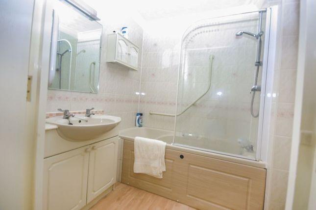 Bathroom of Sanford Court, Sunderland SR2