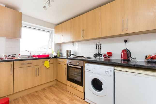 1 bed flat to rent in Dellow Close, Ilford