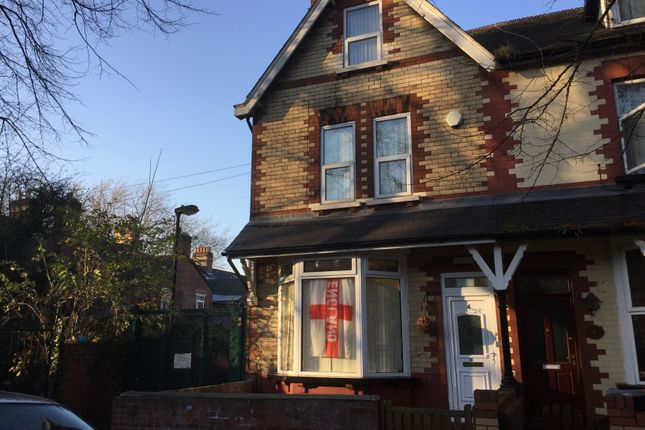 Room to rent in Room 1, 4 Vaughan Avenue, Doncaster, South Yorkshire