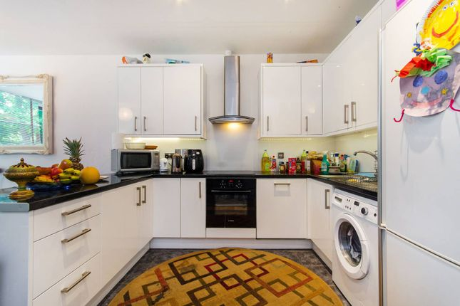 Thumbnail Flat to rent in Frobisher Place, Peckham