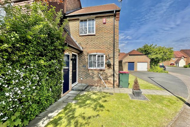 2 bed property to rent in Bancroft Road, Maidenbower, Crawley RH10