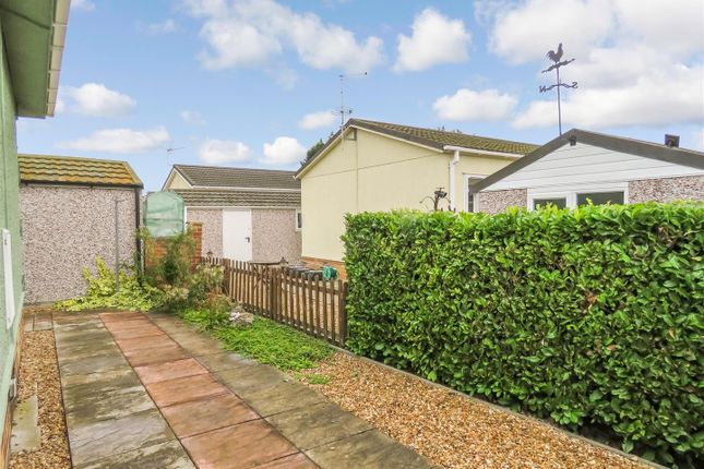 2 bed mobile/park home for sale in Pine Hill Park, Sawtry