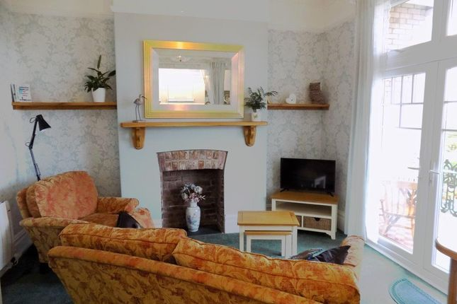 Thumbnail 1 bed flat to rent in Cleveland Road, Paignton