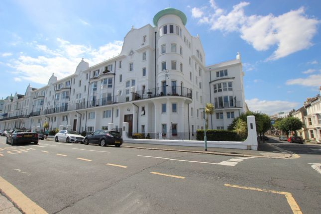 Thumbnail Flat to rent in Grand Parade, West Hoe, Plymouth, Devon