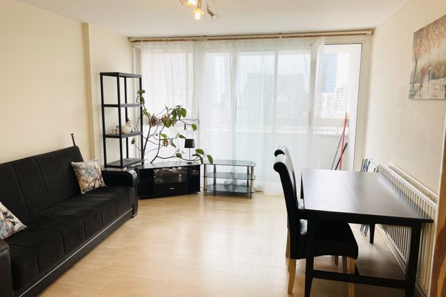 Room to rent in Topmast Point, The Quarterdeck, London E14