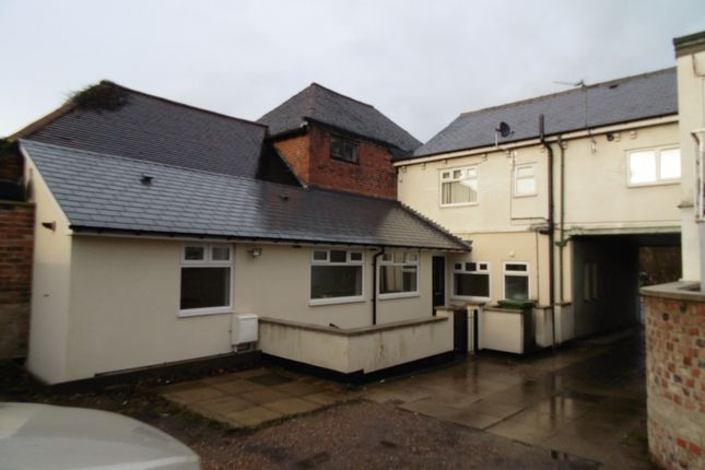 Thumbnail Flat to rent in Doncaster Road, South Elmsall