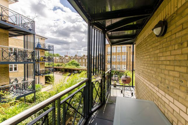 Thumbnail Flat to rent in Beresford House, Clapham, London
