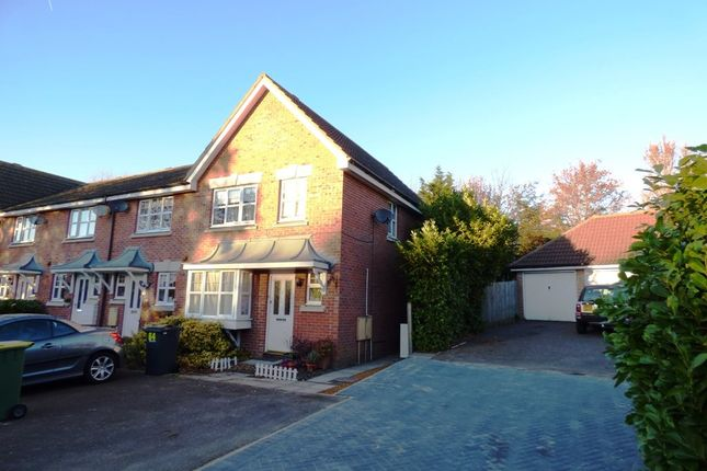 3 bed end terrace house to rent in Grosvenor Road, Rayleigh, Essex SS6