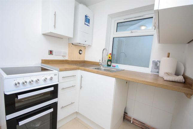 Kitchen of Moments From Beach, Ground Floor, Courtyard DT4