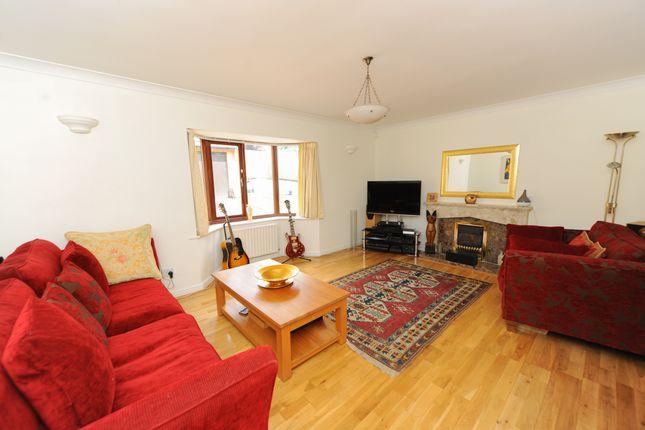 Lounge of Treeneuk Close, Ashgate, Chesterfield S40