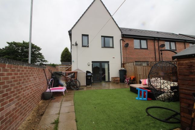 Thumbnail Town house for sale in Prince Drive, Fitzwilliam, Pontefract