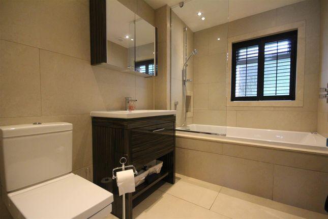 En-Suite of Glebe Wynd, Bothwell, Glasgow G71