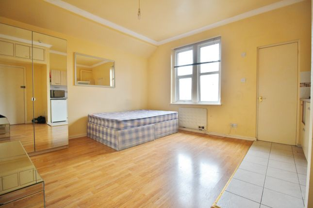 Thumbnail Studio to rent in Onslow Gardens, London