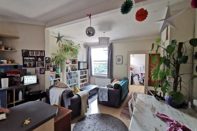 2 bed flat to rent in Dunsford Road, Wimbledon Park SW19