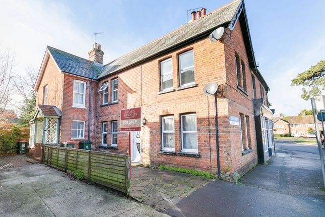 Thumbnail Maisonette for sale in Church Street, West Green, Crawley, West Sussex