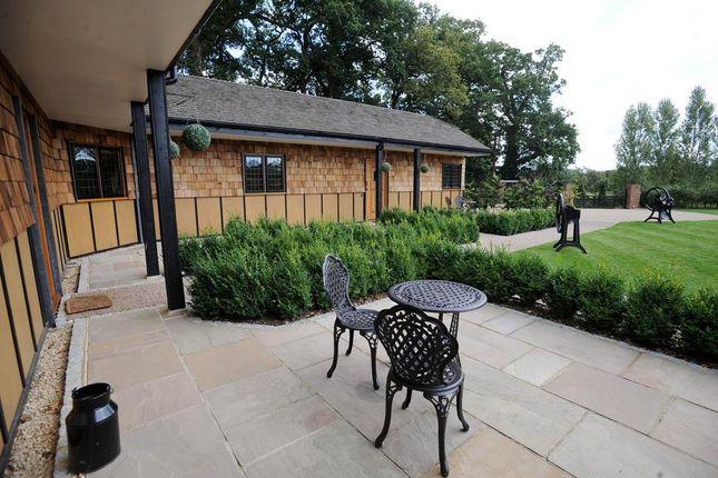 1 bed flat to rent in Lyne Lane, Chertsey, Surrey