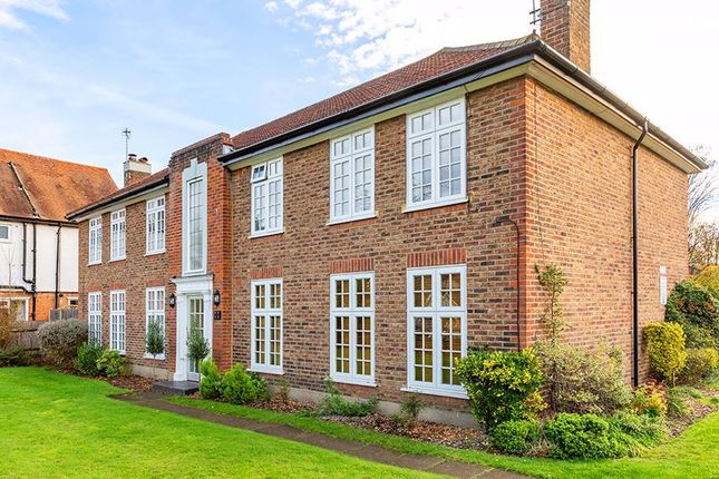Exterior of Portsmouth Road, Thames Ditton KT7