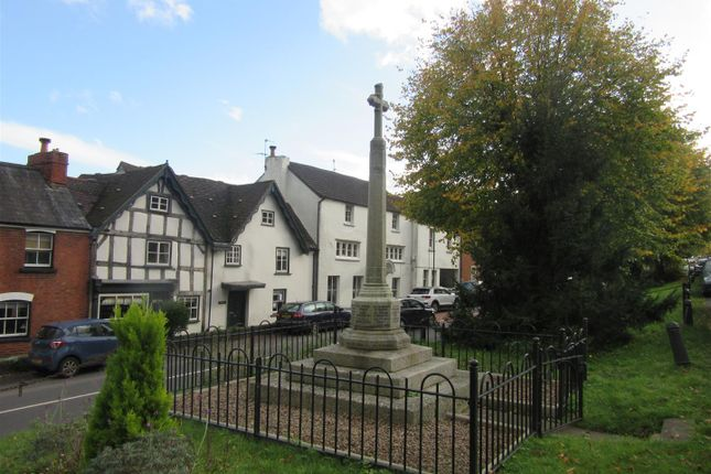 3 bed flat to rent in High Street, Newnham GL14