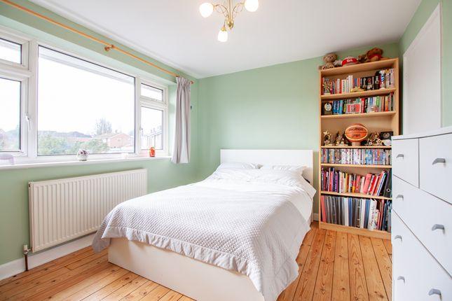 Bedroom of Edenham Crescent, Reading, Berkshire RG1