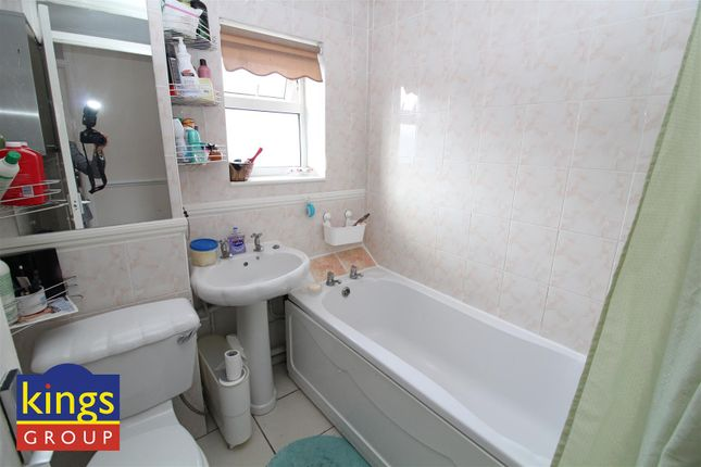 Bathroom (26) of Monarch Close, Tilbury RM18