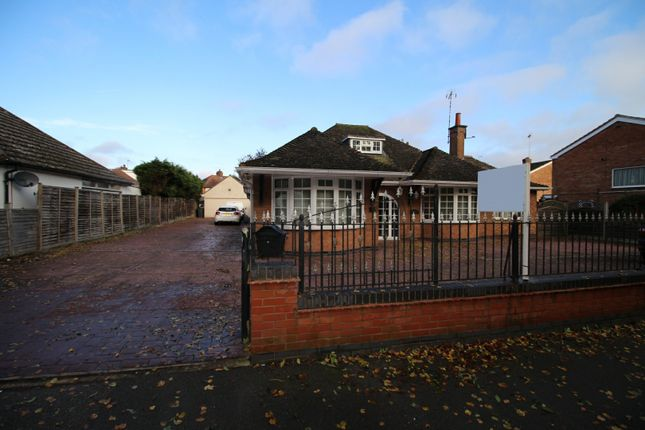 Thumbnail Bungalow for sale in Rufford Close, Burbage, Leicestershire