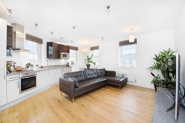 2 bed flat to rent in Dignum Street, London