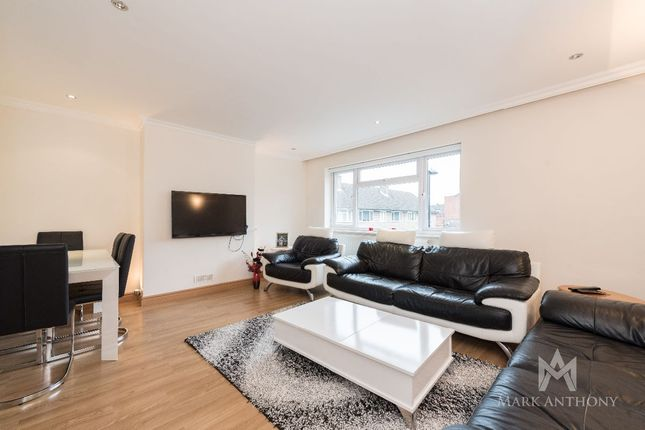 Thumbnail Maisonette for sale in Norfolk Close, Cockfosters, Barnet