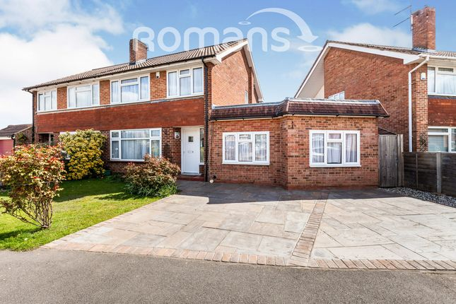 4 bed semi-detached house to rent in Oak Grove, Sunbury-Upon-Thames TW16