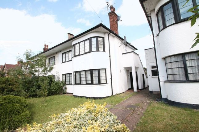 Flat to rent in Swan Road, West Drayton