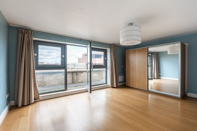 Thumbnail Flat to rent in St Johns Hill, Battersea, London