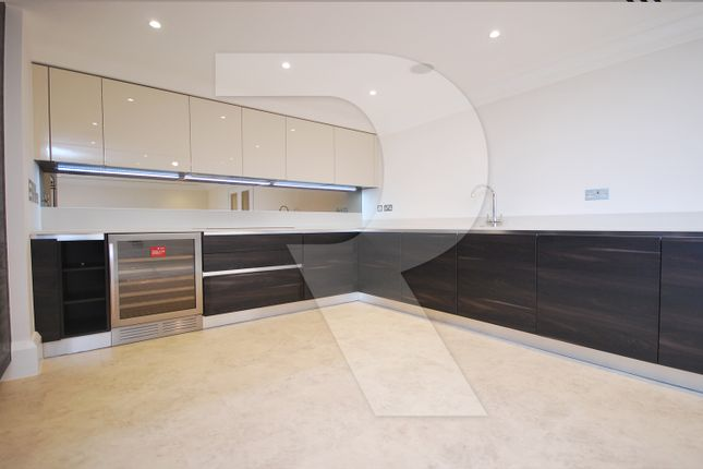 Thumbnail Flat to rent in Lawrence Street, London NW7, Mill Hill,