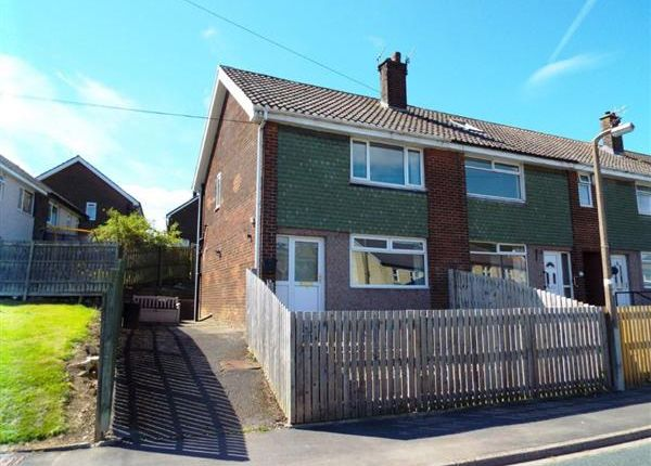Thumbnail Town house for sale in Kershaw Crescent, Luddendenfoot, Halifax