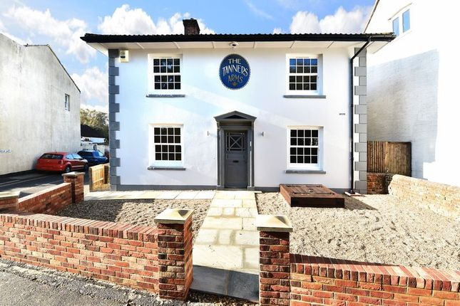 Thumbnail Detached house for sale in Brighton Road, Horsham