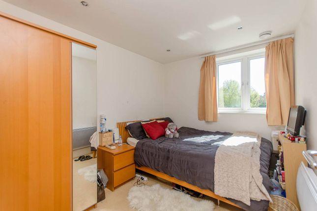 Thumbnail Flat to rent in Oakbark House, Brentford