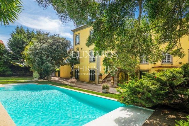 Villa for sale in 4410 São Félix Da Marinha, Portugal