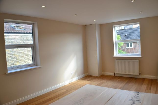 Thumbnail Flat to rent in Hoyle Road, Tooting, London
