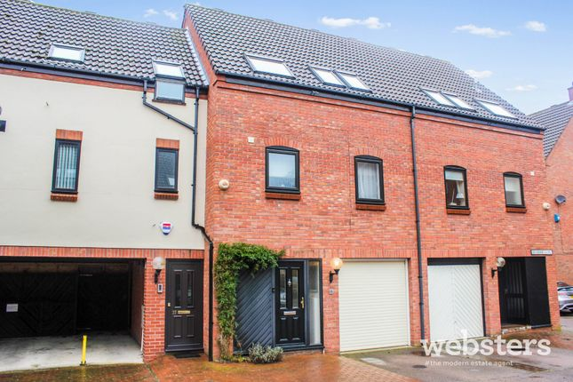 Thumbnail Town house for sale in Mulberry Close, Norwich