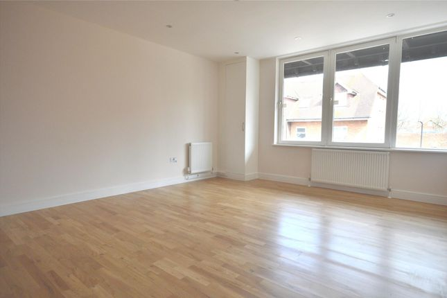 Thumbnail Flat to rent in Beulah Court, Albert Road, Horley