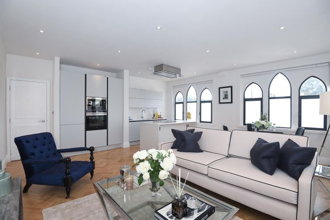 Thumbnail Flat for sale in Lower Square, Isleworth