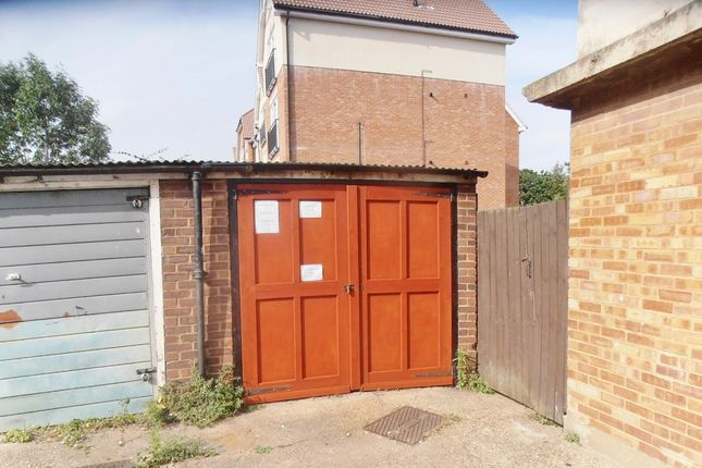 Parking/garage for sale in Dukes Avenue, Grays
