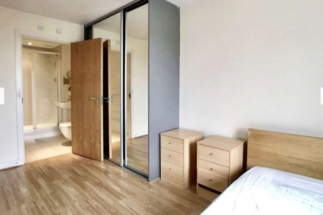 Room to rent in High Street, London E15
