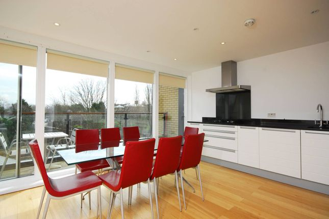 Thumbnail Flat to rent in Heathfield Road, Wandsworth Common