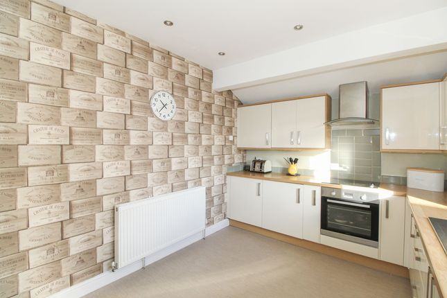 Kitchen of Yew Tree Drive, Somersall, Chesterfield S40