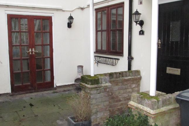 Thumbnail Maisonette to rent in Forest Green Road, Fifield, Maidenhead