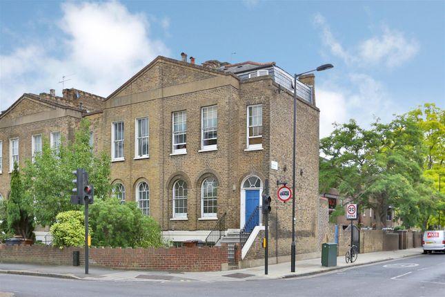 Thumbnail Property to rent in Queensbridge Road, London