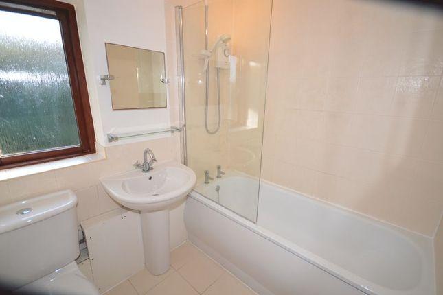 Bathroom of Puttocks Close, Haslemere GU27