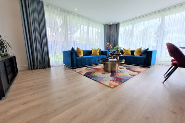 Thumbnail Flat for sale in Grand Union, Wembley